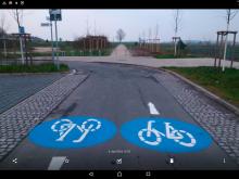 Hochbord als Hindernis am Ende der Fahrradstraße